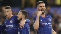 Striker Chelsea, Olivier Giroud, melakukan selebrasi usai membobol gawang Slavia Praha pada laga leg kedua perempat final Liga Europa di Stadion Stamford Bridge, Kamis (18/4/2019). Chelsea menang 4-3 atas Slavia Praha. (AP/Matt Dunham)
