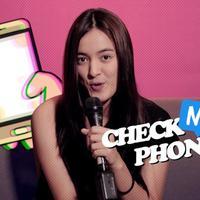 Menerima tantangan bongkar isi handphone dari tim Bintang.com, ternyata Mawar Eva paling sering kepoin akun-akun temannya.