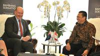 Ketua MPR RI Bambang Soesatyo menerima Duta Besar Selandia Baru untuk Indonesia, H.E. Mr. Jonathan Austin, di Ruang Kerja Ketua MPR RI, Jakarta, Senin (25/11).