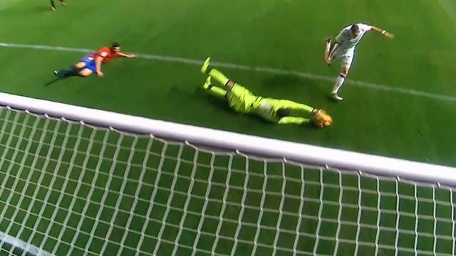 Video kehebatan Salvatore Sirigu yang menggagalkan kerjasama Benzema dan Ronaldo menjadi gol. This video presented by Ballball.