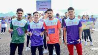 Stephano Lilipaly (kedua dari kanan) dan Kim Jeffrey Kurniawan turut meramaikan parade Asian Games (dok: Indofood)