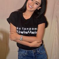 Penyanyi dangdut Cita Citata dikecam nitizen lantaran kostum seksi yang dikenakan dalam video klip terbarunya, 'Aku Tanpamu-Uwiw Uwiw'. (Nurwahyunan/Bintang.com)