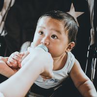 Minum susu./Copyright unsplash.com/@rainierridao