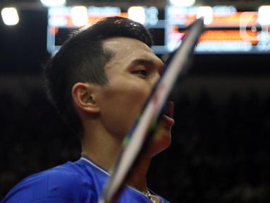 Pebulutangkis Indonesia, Jonatan Christie saat melawan Wang Tzu Wei (China Taipei) pada babak kedua tunggal putra Indonesia Masters 2020 di Istora GBK, Jakarta, Kamis (16/1/2020). Jonatan unggul 21-15 21-15 dan melangkah ke babak perempat final. (Liputan6.com/Helmi Fithriansyah)