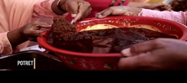 Bagi masyarakat Minangkabau, rendang memiliki posisi terhormat. Mengandung filosofi tersendiri, yakni musyawarah dan mufakat. Lalu ada cerita apa saja di balik lezatnya makanan khas Minangkabau itu?