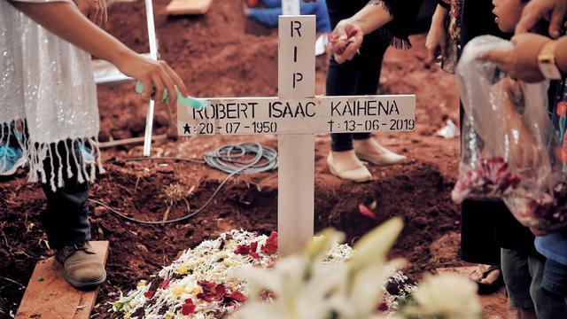 [Fimela] Pemakaman Robby Sugara