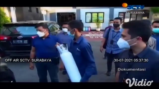 Penjual tabung oksigen yang menjual tabung dengan harga tidak wajar ditangkap tim Intelijen Kejaksaan Negri Surabaya. Pelaku nekat menjual tabung oksigen berukuran 1 meter kubik dengan harga Rp 4,5 juta per tabung dari kisaran harga pasaran sekitar R...