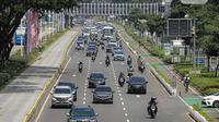 Suasana ruas jalan di kawasan Sudirman, Jakarta, Rabu (11/8/2021). Mulai 12 Agustus 2021, Polda Metro Jaya bakal kembali menerapkan aturan ganjil genap di sejumlah ruas jalan Ibu Kota dan meniadakan kebijakan penyekatan yang diterapkan selama PPKM Level 4. (Liputan6.com/Faizal Fanani)