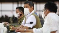 Ketua Satgas COVID-19 Doni Monardo memberi arahan Rapat Kerja Penanganan COVID-19 dan Pemulangan PMI/WNI di Batam, Kepri, Senin (19/4/2021). (Badan Nasional Penanggulangan Bencana/BNPB)