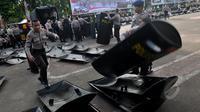 Ratusan tameng dipersiapkan pihak kepolisian Polda Metro Jaya dalam rangka persiapan pengamanan pengamanan Hari Buruh Internasional yang akan di lakukan 1 mei mendatang, Jakarta, Rabu (29/4/2015). (Liputan6.com/JohanTallo)