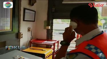 Beginilah potret petugas penjaga kereta api tersibuk di Jakarta.