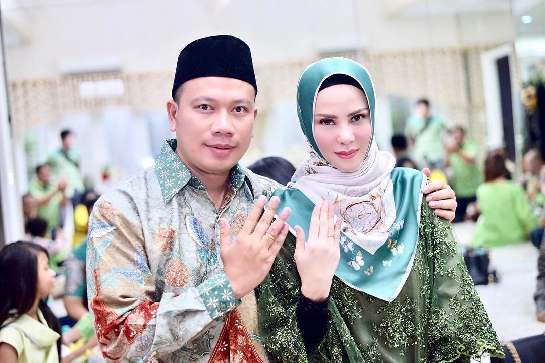 Tidak lama lagi pasangan Angel Lelga dan Vicky Prasetyo akan meresmikan hubungannya. Keduanya akan menikah pada 9 Februari mendatang.  (Instagram/vickyprasetyo777)