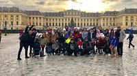 Anang Ashanty sekeluarga saat liburan ke Vienna, Austria (dok. Instagram @ashanty_ash/https://www.instagram.com/p/Br1znoigv3V/Putu Elmira)