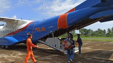 BNPB salurkan bantuan pada korban bencana banjir bandang, tanah longsor, dan gelombang pasang di Nusa Tenggara Timur (NTT).