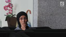 Ike Rahmawati usai menjalani pemeriksaan penyidik KPK, Jakarta, Kamis (16/8). Ike diperiksa sebagai saksi tersangka Direktur PT Melati Technofo Indonesia Fahmi Darmawansyah diduga memberi suap Kalapas Sukamiskin Wahid Husein. (Merdeka.com/Dwi Narwoko)