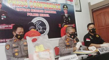 Kapolres Minahasa Selatan AKBP Norman Sitindaon saat konferensi pers, Jumat (4/6/2021).