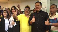 Ketua DPR Bambang Soesatyo ngopi bareng Pengacara kondang Hotman Paris. (Liputan6.com/Devira Prastiwi)