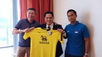 Erick Thohir bekerja sama dengan Anindya Bakrie untuk mengelola Oxford United. (istimewa)
