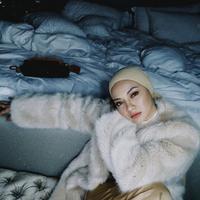 Inspirasi Gaya Noor Neelofa, Influencer Hijab Malaysia yang Mirip dengan Gigi Hadid. (Foto: Instagram/ @Neelofa)