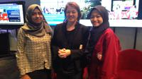 Intan Utami, Laura Nix, dan Nuha Anfaresi di pemutaran film Inventing Tomorrow di @america Jakarta, Selasa, 2 April 2019. (Liputan6.com/Putu Elmira)