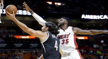 Miami Heat meraih kemenangan pada laga kandang pertama pramusim NBA 2016-17. Heat mengalahkan Brooklyn Nets 121-100 di American Airlines Arena (AAA), Miami, Florida, AS, Rabu (12/10/2016) pagi WIB. ( (AP Photo/Alan Diaz)