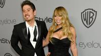 Kemesraan Mariah Carey dan kekasihnya, Bryan Tanaka ketika acara after party Golden Globes di California, Minggu (7/1). Di depan banyak kamera media, Mariah Carey dan pacar brondongnya memperlihatkan pose terbaik mereka. (Chris Pizzello/Invision/AP)