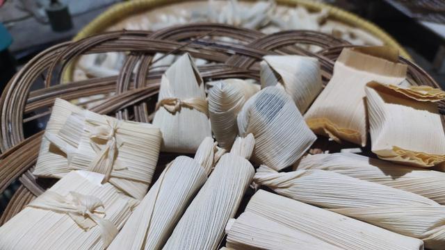Selain kacang kacang ijo dan kacang merah yang telah lama dikenal, rumah produk dodol geulis pun telah menghasilkan produk lainnya yakni angleng, dodol ubi ungu, dodol labu kuning, wajit putih dan wajit merah.
