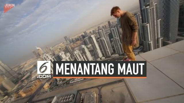 Aksi seorang pemuda bisa membuat ngilu yang melihatnya. Ia bermain hoverboard di puncak gedung pencakar langit di Dubai.