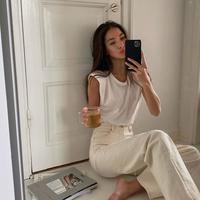Jangan bosan dan mati gaya, ini 5 tren fashion yang bikin penampilan kamu makin keren saat di rumah aja. (Foto-@FAKERSTROM)
