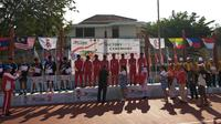 Tim tenis beregu putra Indonesia merebut medali emas ASEAN School Games 2019 (ASG 2019) di GOR Universitas Semarang, Jawa Tengah, Minggu (21/7/2019). (Liputan6.com/Windi Wicaksono)