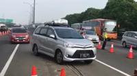 Penerapan contraflow di Tol Jakarta Cikampek (Liputan6.com/Abramena)