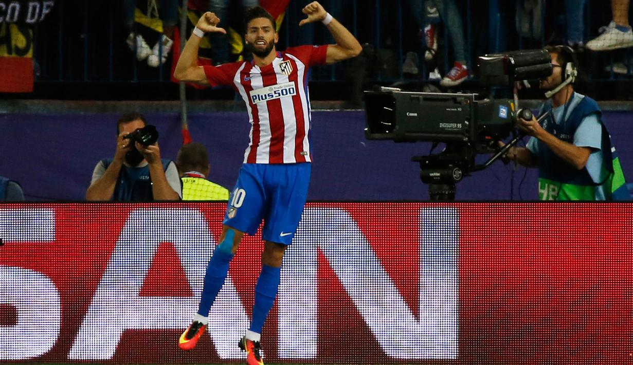 Gelandang Atletico Madrid, Yannick Carrasco melakukan selebrasi usai mencetak gol kegawang Bayern Munchen pada pertandingan Liga Champions Grup D di Madrid, Spanyol, (29/9). Atletico Madrid menang atas Bayern Munchen 1-0. (Reuters/Sergio Perez)