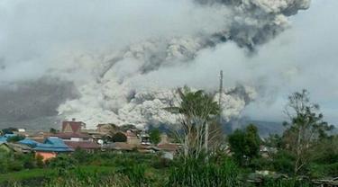 Awan Panas Meluncur Hingga 3 Km dari Puncak Sinabung