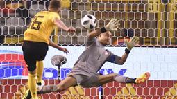 Aksi pemain Belgia, Thorgan Hazard saat melepaskan tembakan ke gawang Kosta Rika pada laga uji coba di King Baudouin stadium, Brussels, (11/6/2018). Belgia menang 4-1. (AP/Geert Vanden Wijngaert)