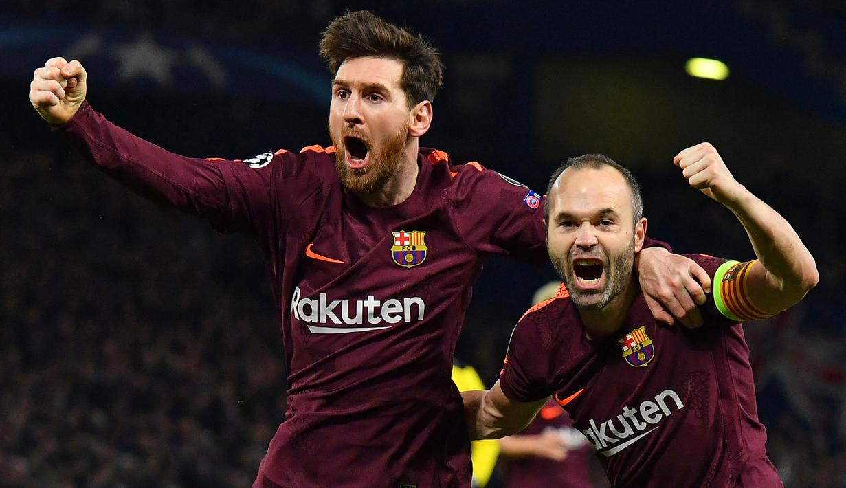 Gelandang Barcelona, Lionel Messi, merayakan gol yang dicetaknya ke gawang Chelsea pada laga Liga Champions di Stadion Stamford Bridge, London, Selasa (20/2/2018). Chelsea sementara unggul 1-0 atas Barcelona. (AP/Alastair Grant)