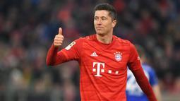 Robert Lewandowski (Bayern Munchen) - Striker asal Polandia ini telah menorehkan 25 gol dari 23 pertandingannya bersama Bayern Munchen di kompetisi Bundesliga 2019/20. (AFP/Christof Stache)