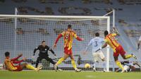 Semi Ajayi dari West Bromwich Albion cetak gol ke gawang Manchester City dalam pertandingan Liga Inggris di Etihad Stadium di Manchester, Inggris, Selasa, 15 Desember 2020. (Martin Rickett / Pool via AP)