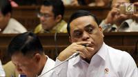 Menteri Pemberdayaan Aparatur Negara dan Reformasi Birokrasi Syafruddin saat rapat kerja dengan Komisi II DPR di Jakarta, Selasa (30/10). Rapat diikuti Komisi Aparatur Sipil Negara (KASN) dan Badan Kepegawaian Negara (BKN). (Liputan6.com/JohanTallo)