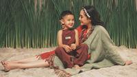 Nagita Slavina dan Rafathar (Sumber: Instagram/riomotret)