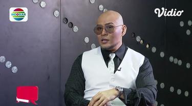 Vidio.com punya acara seru yakni Vidio Talk, kali ini ada bintang tamu Deddy Corbuzier. Obrolan seru apa? Simak video berikut ini.