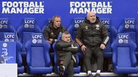 Manajer Manchester United Ole Gunnar Solskjaer duduk di bangku cadangan selama pertandingan sepak bola Liga Inggris antara Leicester City dan Manchester United di Stadion King Power di Leicester, Inggris, Sabtu, 26 Desember 2020. (Michael Regan / Pool via