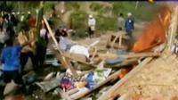 Ratusan warga yang tinggal di lereng gunung Merapi, Magelang, Jawa Tengah, mengamuk dan beramai ramai menutup paksa lokasi pertambangan.