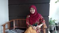 Megaraini Puspasari dan komunitasnya mengembangkan beasiswa sistem kakak asuh (Liputan6.com /  Fathi Mahmud)