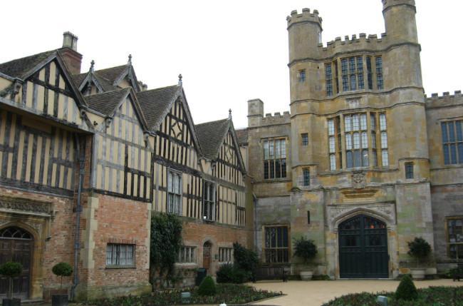 Coughton Court di Inggris. (Sumber Wikimedia Commons)