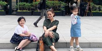 Astrid Tiar Momong Anak (Instagram/astridtiar127)