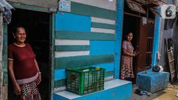 Aktivitas warga RT 012/RW 022 Muara Angke, Pluit, Penjaringan, Jakarta Utara, Rabu (30/10/2019). Warga menolak penggusuran permukiman mereka yang akan dibangun Jakarta sewerage system (JSS) atau instalasi pengelolaan air limbah (IPAL) di dekat Waduk Muara Angke. (Liputan6.com/Faizal Fanani)