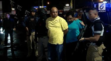 Penyidik mencari perempuan dalam mobil tersebut untuk dimintai keterangan.