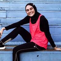 Potret Zee Zee Shahab saat Olahraga di Rumah. (Sumber: Instagram.com/zeezeeshahab)