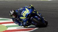 Pembalap Suzuki Ecstar, Andrea Iannone jadi yang tercepat pada sesi pemanasan (WUP) MotoGP Italia 2018 di Sirkuit Mugello, Minggu (3/6/2018). (FILIPPO MONTEFORTE / AFP)