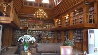 Perpustakaan pribadi BJ Habibie. (dok. Youtube The Bramantyo/Dinny Mutiah)